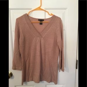 Sweaters - New York and company light pink and gold v neck